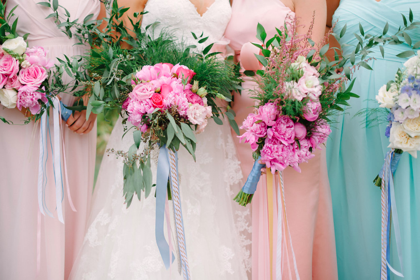 bride friends with flowers